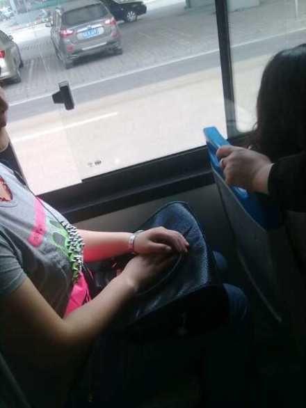 女性公交车防色狼神器:T恤钢钉防袭胸