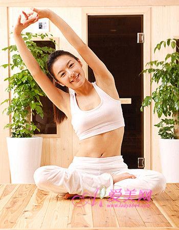 打造美女s曲线 五个简单瘦身动作帮你塑身