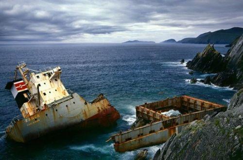 观海滩上的ranga号沉船残骸