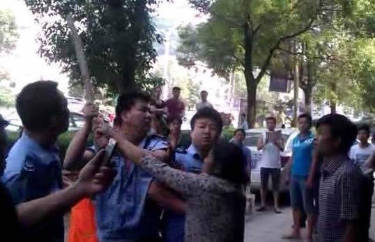 网曝邵阳城管执法如黑社会
