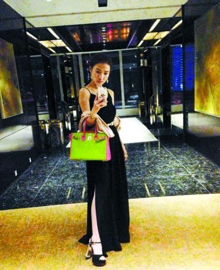 郭美美庆生办奢华派对微博晒名牌包