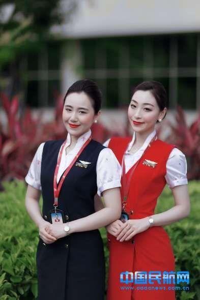 """深航空姐新妆容网友吐槽""""太恐怖"""""""