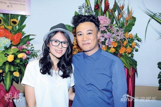 章子怡觀陳奕迅演唱會打呵欠尷尬回敬飛吻