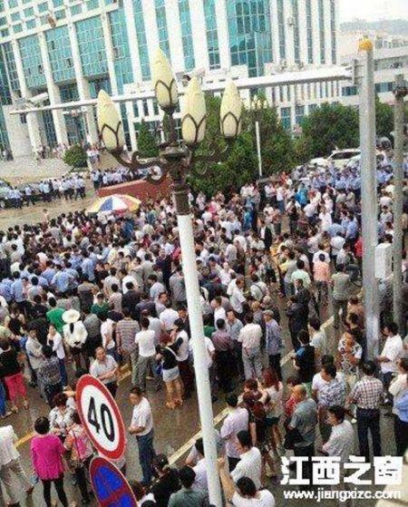 陕西神木民众堵截县委书记 传爆发民贷危机 图