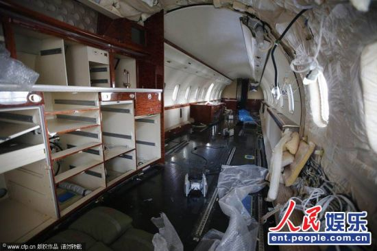 趙本山豪華私人飛機曝光濟南檢修換艙內座椅