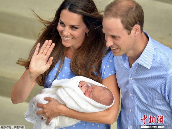 威廉王子夫婦攜新生兒亮相小王子萌態可掬