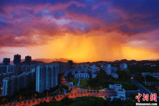 福州氣溫高達39℃漫天紅霞似烈焰燃燒