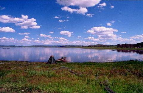彩色简笔画构图湖水的颜色图片