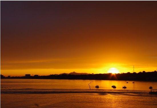 与北京,天津,秦皇岛,兴城,葫芦岛构成一条黄金旅游带,北戴河处于旅游