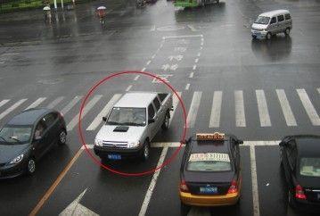 高清摄像头能自动抓拍逆行车辆