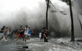 台风天兔图片_强台风天兔来袭渔船回港避风_新浪海南资讯