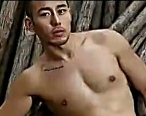 准亚洲先生涉嫌卖淫 曾拍裸照贴各大同志网
