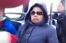 中国大妈加拿大地铁吵架