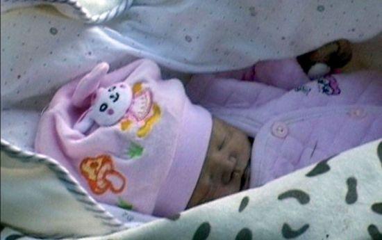 南京刚出生婴儿被遗弃冻死 网友叹遗憾