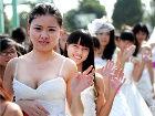 武汉大学生卫生纸做婚纱新潮浪漫礼服