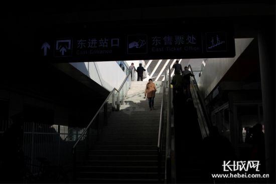 唐山新火车站进站口