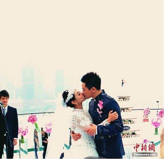 劉璇海上婚禮激吻新郎將于北京再辦婚宴