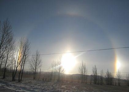 承德坝上现日晕奇观 太阳周围现巨型彩色光圈