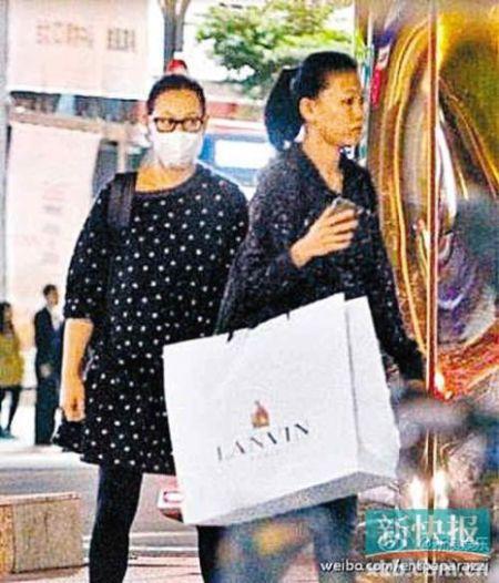 劉若英被曝懷孕穿寬松衣服逛街盡顯孕婦相