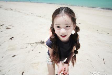 看韩国混血儿小萝莉私房照