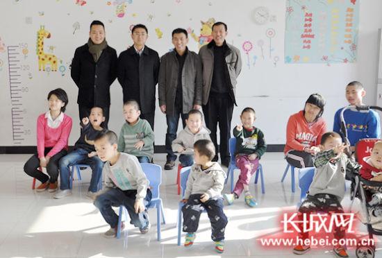 爱心组织走进廊坊福利院关心残疾儿童