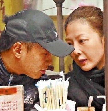 何潤東秘戀7年女友疑曝光相約逛夜市掃街