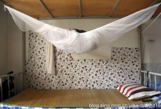 实拍大学生宿舍床铺 住宿环境与个人性格