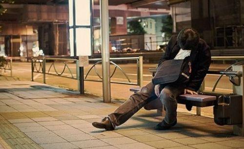 """东京""""工作狂人""""的疲惫生活"""