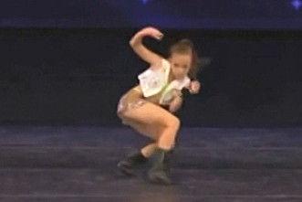 10岁萝莉超性感爵士舞秒杀成人