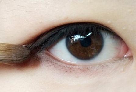 内双单眼皮眼线画法 打造迷人电眼