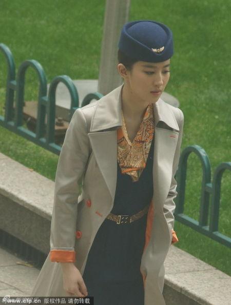 劉亦菲空姐造型上演制服誘惑清新靚麗引圍觀