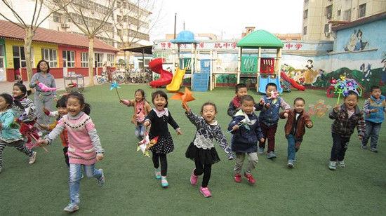 """香河县幼儿园开展了""""教师自制体育器械""""观摩评比活动"""