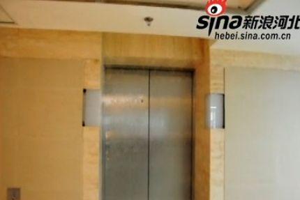 石家庄勒泰办公楼26层漏水 电梯变水帘洞