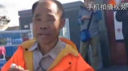 """北京环卫""""英语大叔""""被聘为英语老师"""
