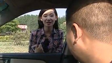 美女高速路施美人计求助 小伙心软被骗