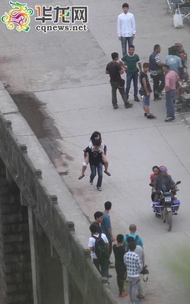 媒體探班劉德華遭拒女記者偷拍被阻止摔傷