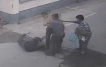 母亲遭路人扇耳光 儿子上前讨说法被刺死