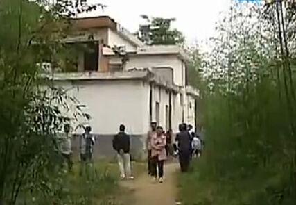 12岁女童被害 抛尸倒插邻居厕所