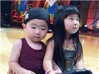 曹格女儿和韩国正太相遇两张萌脸惹人爱