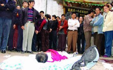 河北8岁男童遭11名同学群攻毒打致死