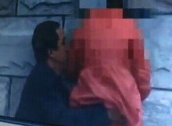 秦皇岛摄影爱好者意外拍到男子猥亵女童