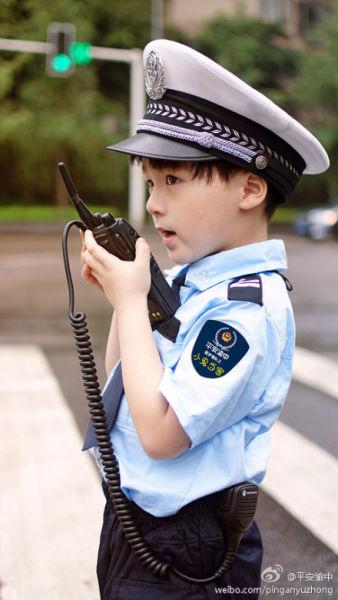 两个儿童扮演警察的搞笑视频叫什么名字