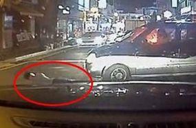 行车仪记录碰瓷男遇见女司机惨遭径直碾压
