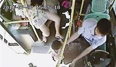 孕妇公交上临盆 司机开车直奔医院