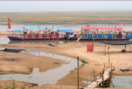 河南遇63年罕见旱情 每村每户日分一桶水