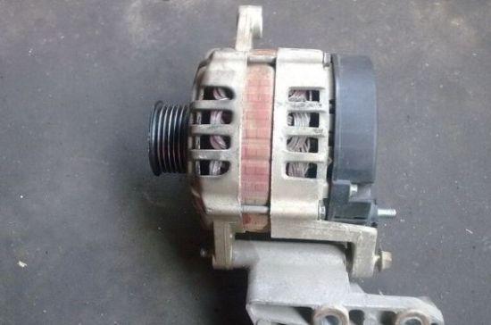 发电机就是其中之一.若干年前,发电机在汽车上还算一个昂贵高清图片
