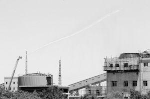 工厂起火浓烟腾起4百米 动用20米高云梯