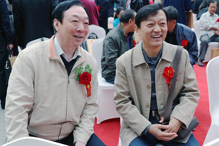 河北省书法家协会省直分会主席杜锡瑞(左)、中国榜书艺术研究会副主席、河北省书法家协会副主席郎岗峰(右)