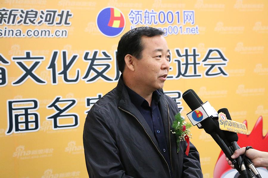 河北省书法家协会副秘书长、河北省老年书画研究会副秘书长赵恒接受采访