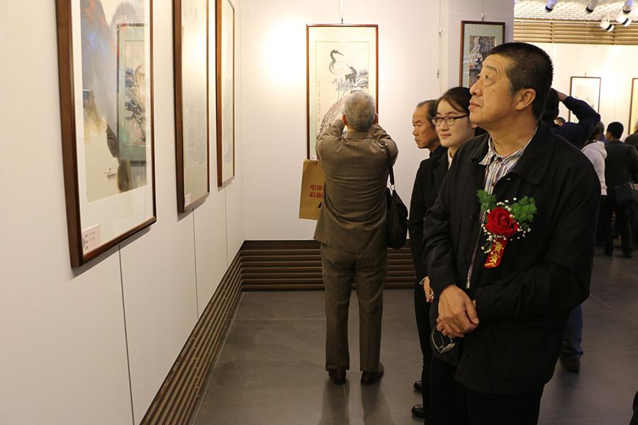 河北省文联副主席、河北省美协副主席白云乡参观画展